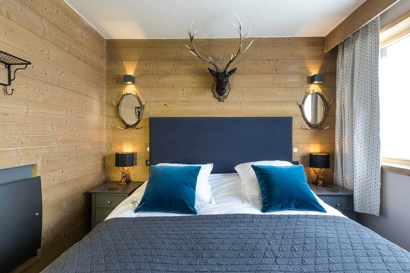 Phoenix 101 - Luxury 4 bed apartment, Sleeps 8-10 - Ski to Door, holiday rental in Tignes