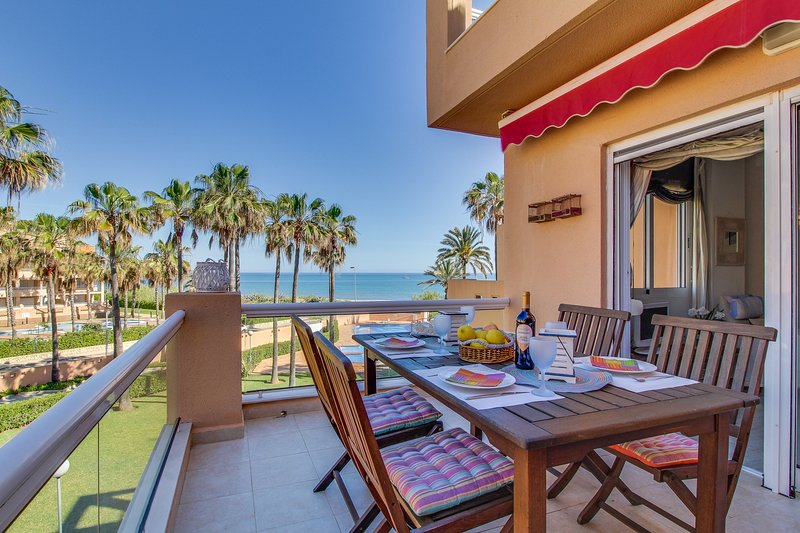 Gorgeous condo in oceanfront property with shared pools and easy beach access!, vacation rental in Els Poblets