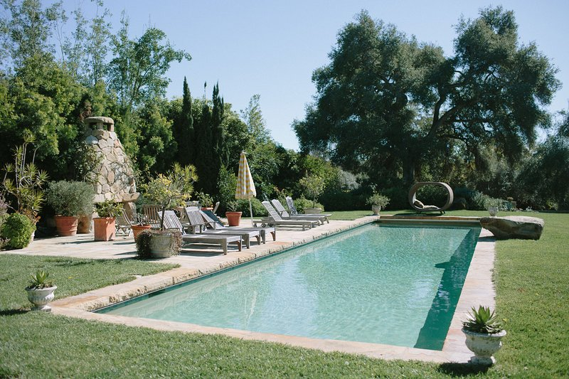 Gorgeous Interior, Peaceful Gardens, Fireplaces, Pool & Bocce Ball Court, location de vacances à Montecito