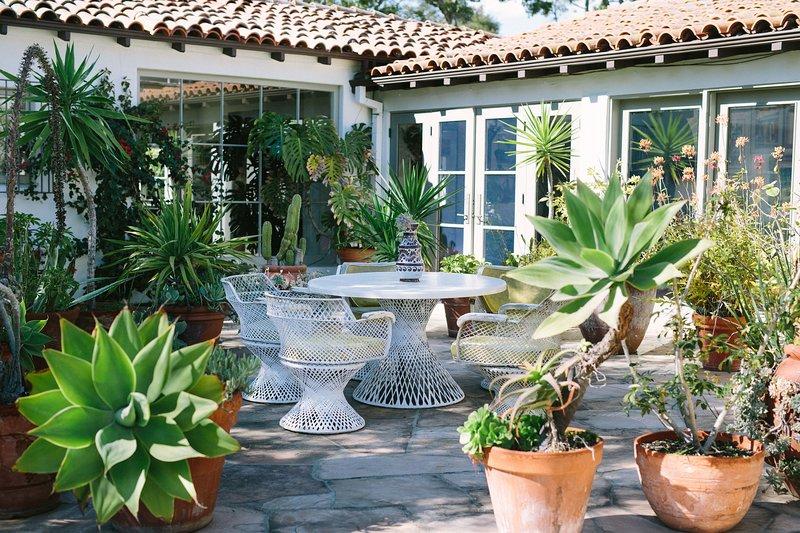 Je vindt talloze afgelegen ontmoetingsgebieden genesteld in samengestelde tuinen.