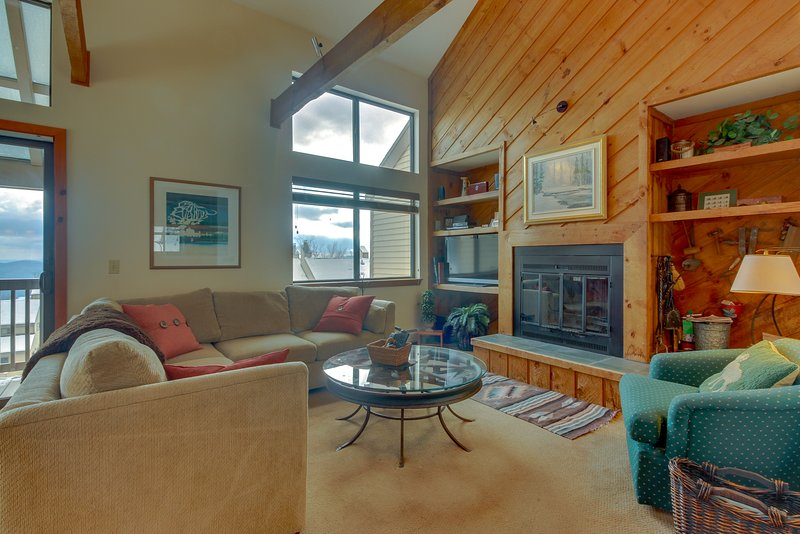 Ski-in/ski-out home w/ seasonal pool, sauna, perfect for large families!, vacation rental in Proctorsville