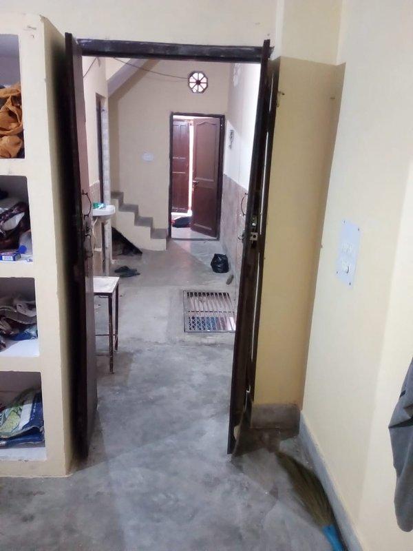 deuren voor 2 slaapkamers en een lounge