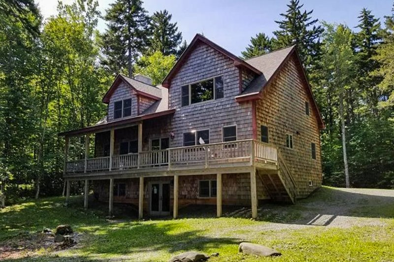 New lakefront home on Moosehead Lake w/views, deck & firepit, vacation rental in Jackman