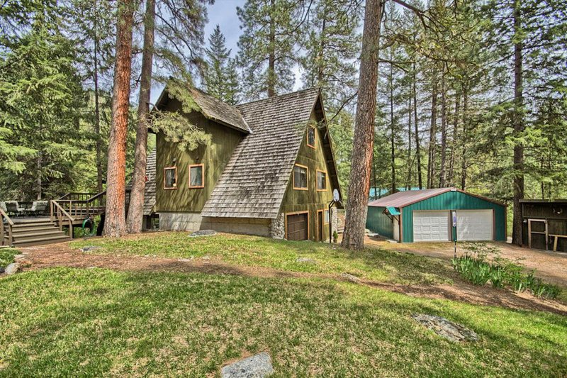 Spacious, dog-friendly, riverfront home w/ beach, near Leavenworth, vacation rental in Dryden