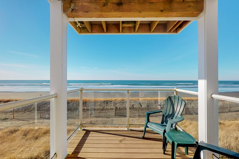 Oceanview and dog-friendly condo w/ free WiFi, shared pool & hot tub!, holiday rental in Westport