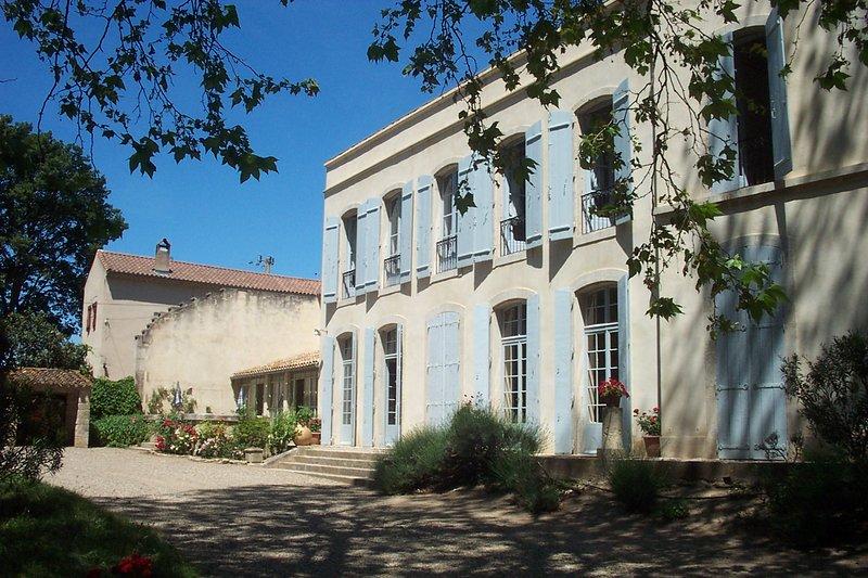 Château de Rouvignac, holiday rental in Lignan-sur-Orb