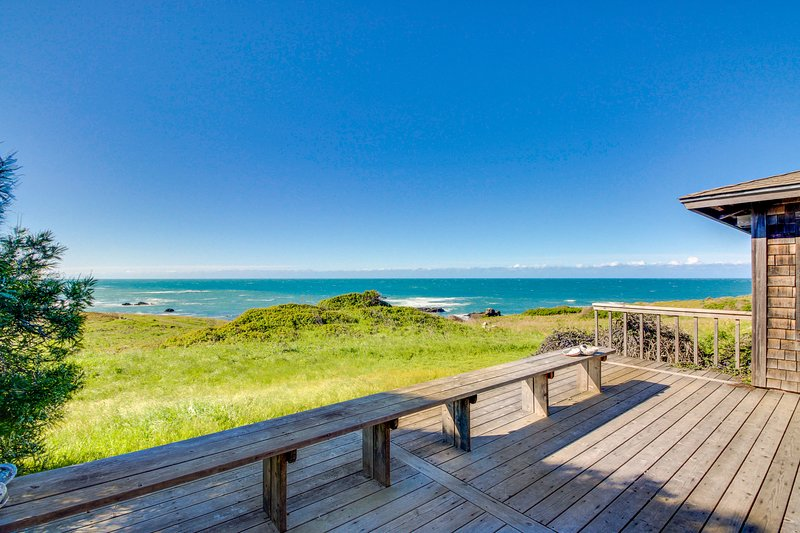 Dog-friendly home, w/sweeping ocean views, shared pool, & prime location!, vacation rental in The Sea Ranch