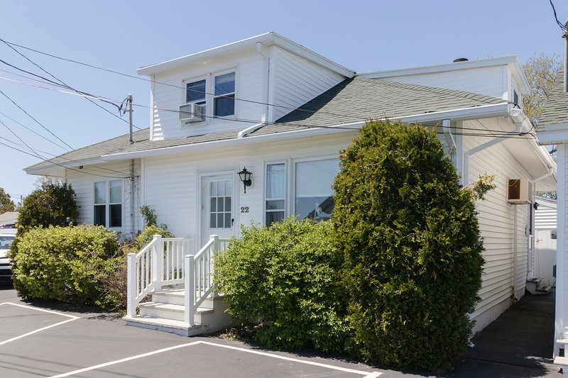 Ocean view cottage w/ grill-near Long Sands Beach, walk to town!, vacation rental in York
