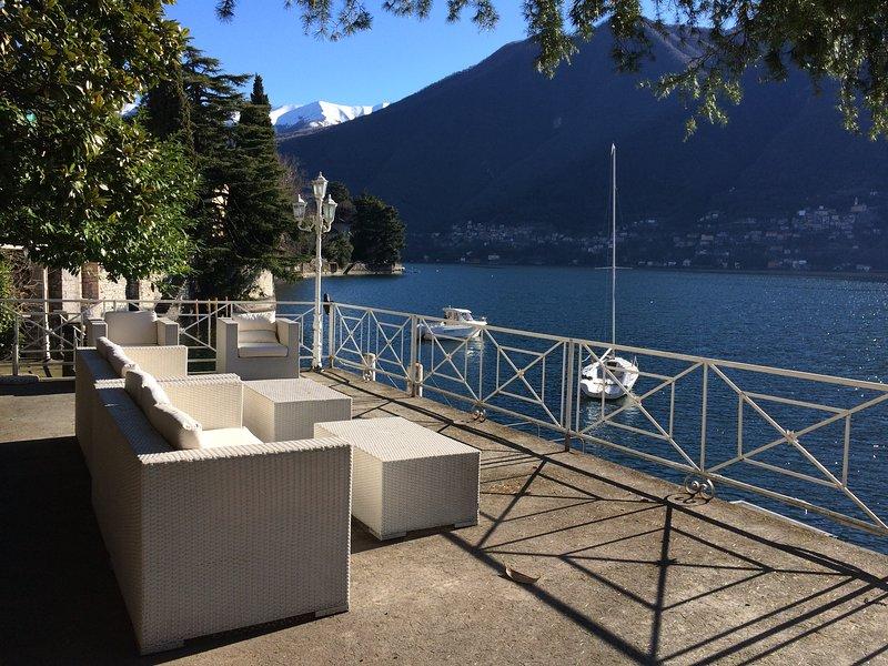 Villa a Laglio, con molo privato e vista lago, location de vacances à Laglio