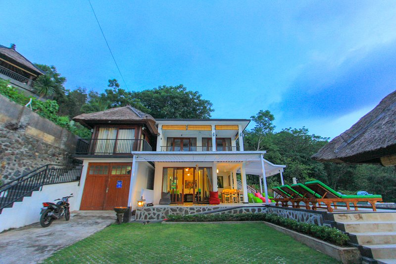 Rinisha Rumah Senja, Spectacular Sunset Seaview, Lovina Hill in North of Bali – semesterbostad i Buleleng Regency