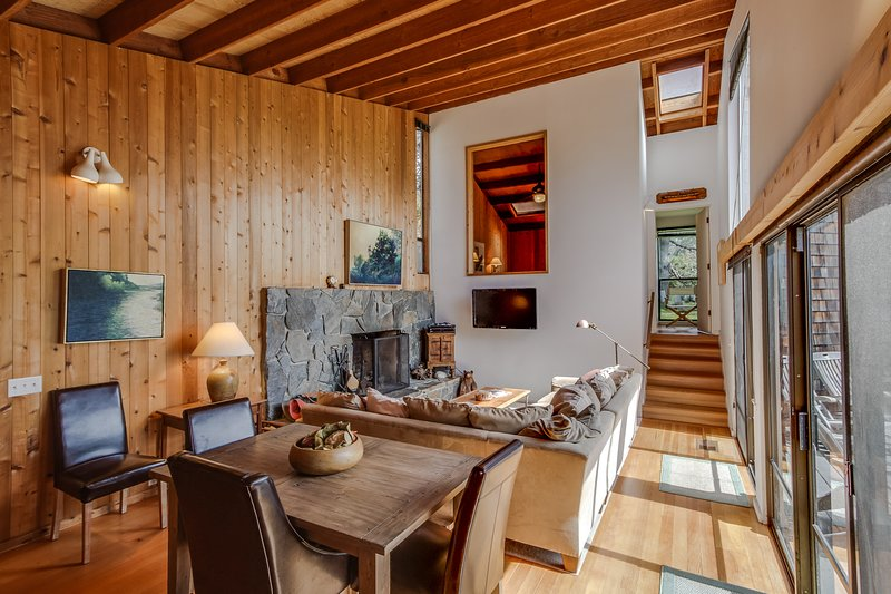 A private hot tub, shared pool, & amazing views await at the dog-friendly home, vacation rental in The Sea Ranch