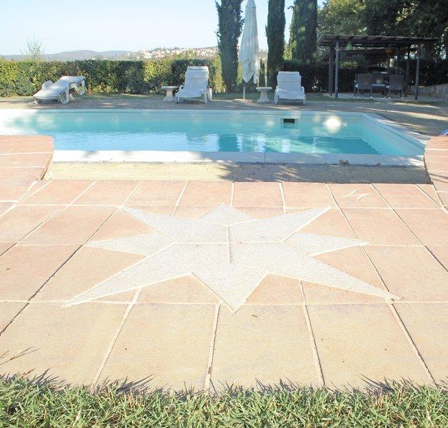 BORGO DI LUCIGNANO LA SELVA con piscina privata e sala comune, ideale per gruppi, vacation rental in Lucignano