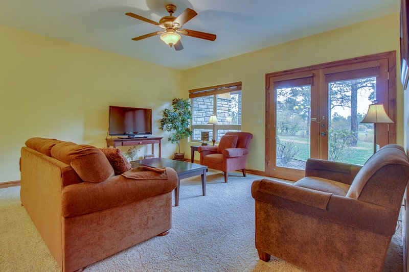 Charming condo with jetted tub & shared hot tub - close to town, holiday rental in Pagosa Springs