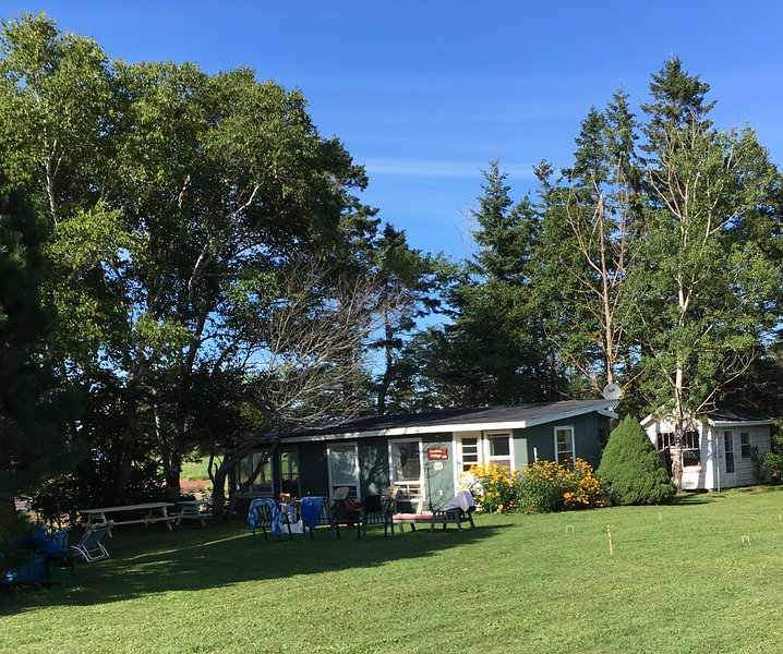 River Meadow Camp Cottage 10km West of S'side, holiday rental in Summerside