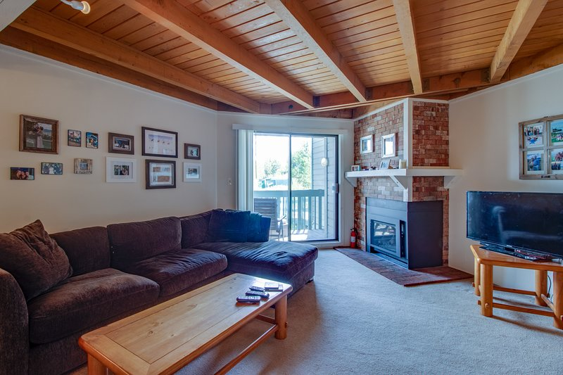 New listing! Family-friendly condo with shared pool, hot tub, game room, vacation rental in Wildernest