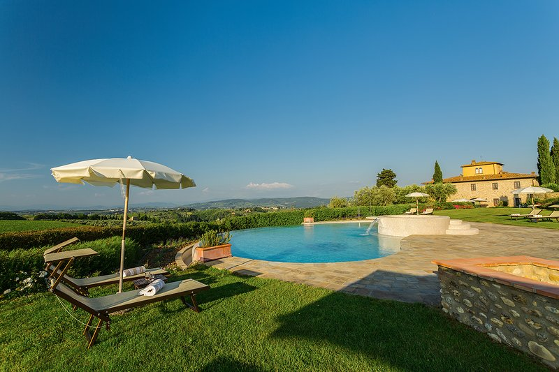 Tavarnelle, luxury villa Chianti with SPA. Large groups and private facilities!, alquiler de vacaciones en Marcialla