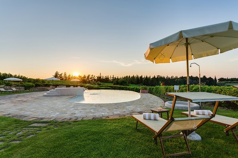 Unique private villa near Tavarnelle. 11 bedrooms, pool, SPA, A/C in the Chianti, casa vacanza a Tavarnelle Val di Pesa