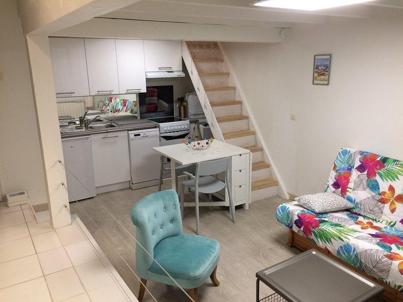 Le charme et la tranquilité à deux pas d'Avignon, holiday rental in Caumont-sur-Durance