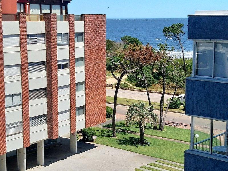 alquilo apartamento en mansa a 20 metros de playa, Ferienwohnung in Punta del Este