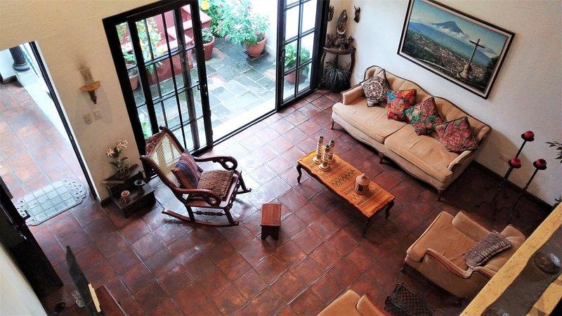 Casita Las Tradiciones - Loft apartment in secure condominium with parking, vacation rental in San Miguel Duenas
