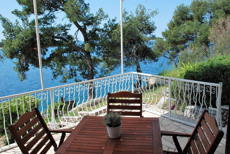 Beautiful house by the sea in Primosten - Roza, holiday rental in Primosten