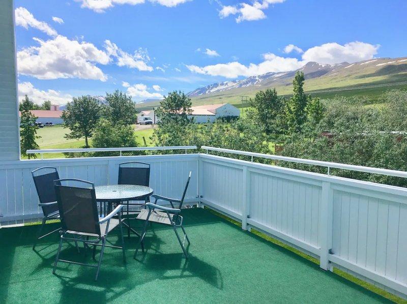 Nice Countryside Apartment With Big Balc, location de vacances à Akureyri