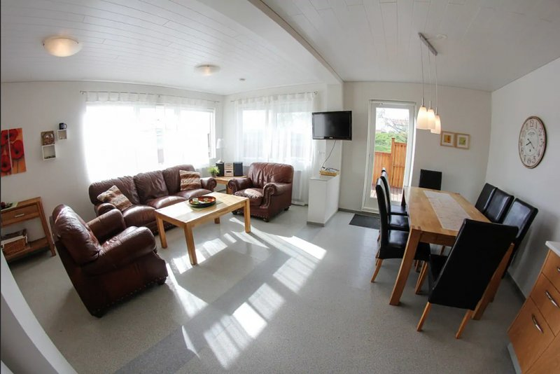 4 Bedr Country Side Cabin With Hot Tub, location de vacances à Akureyri