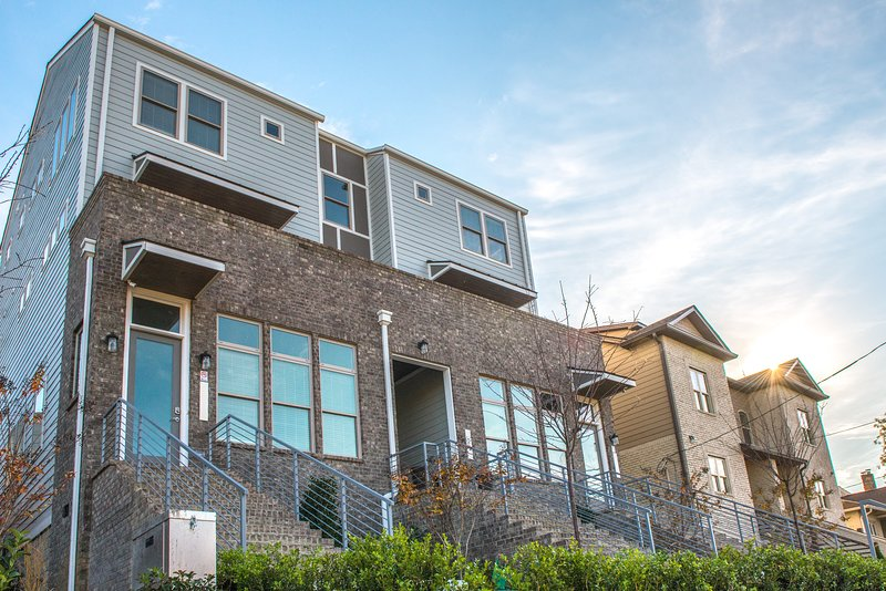 Luxurious newly built townhouse off of West End Ave. Near downtown!, vacation rental in Nashville