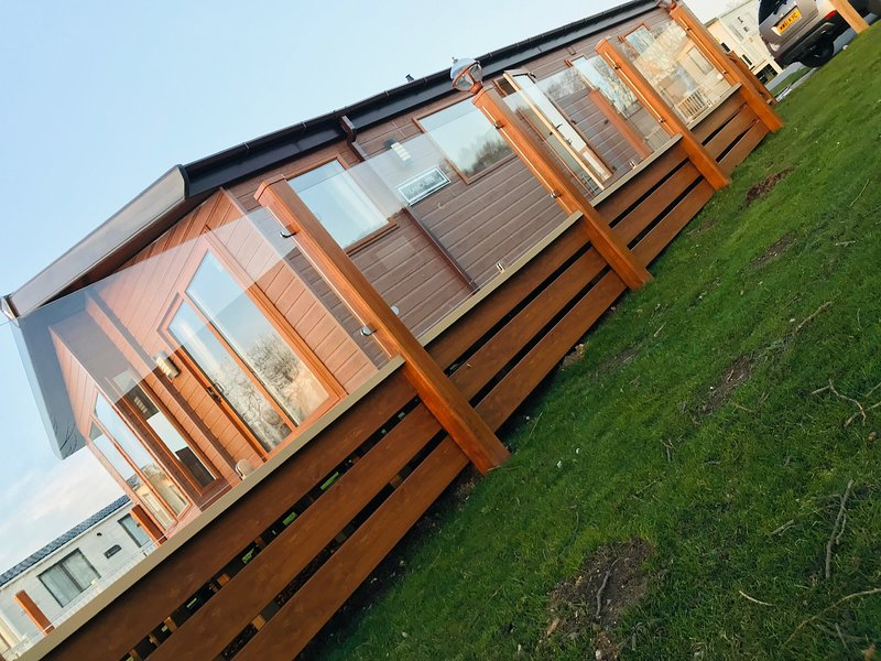 Ledgerville Lodge Tattershall Lakes, holiday rental in Digby