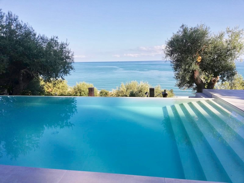 Charming Villa with swimming pool, vacation rental in Finale