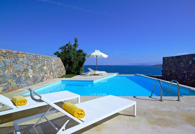 Pissidos Villa Sleeps 5 with Pool and Air Con - 5647131, vacation rental in Katsikia