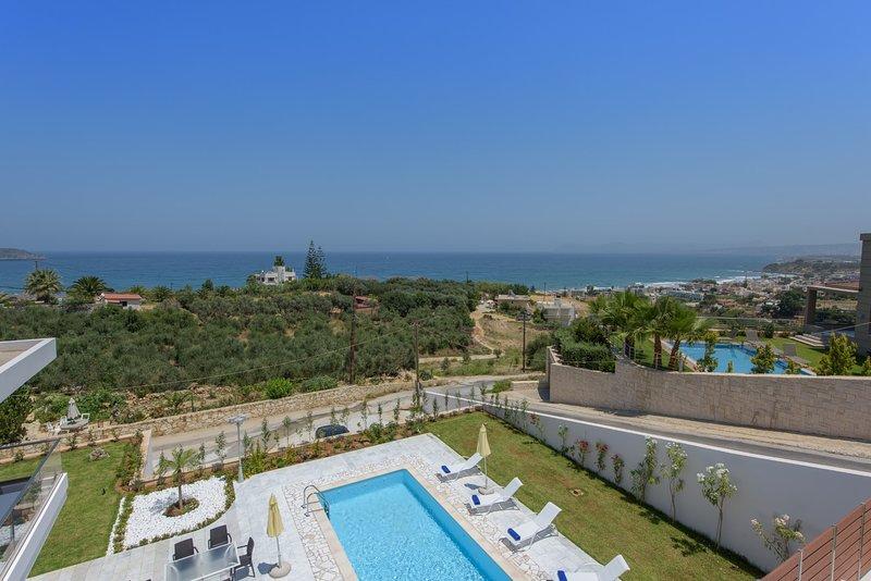 500mt to beach★Heated  pool+Hydromassage★Sea view★Walk to market/restaurants/bar, holiday rental in Stalos