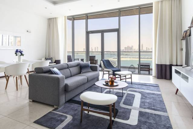 Beachfront Palm Jumeirah 1BR  - Gorgeous Sea Views, holiday rental in Jebel Ali