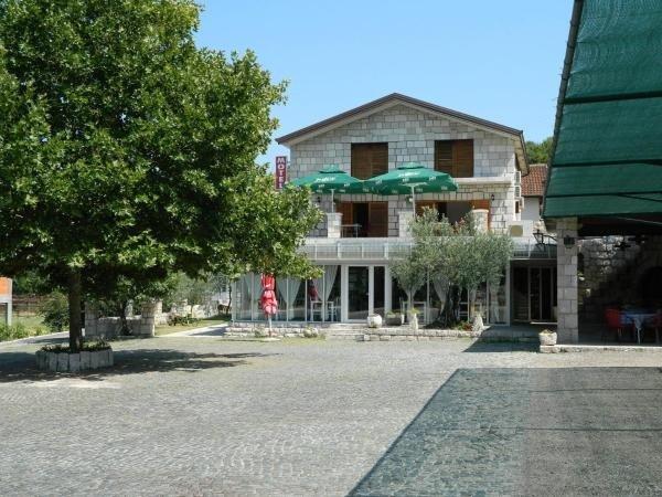 Motel Jelčić - Triple Room With Balcony, location de vacances à Metkovic