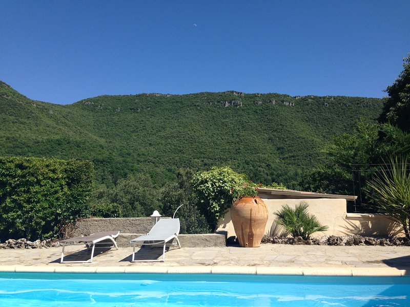 Nice house with shared pool, vacation rental in Navas