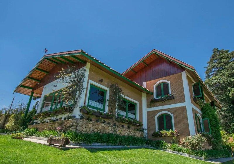 Casa Suíça - Alto padrão em Campos, ande até Capivari, holiday rental in Campos Do Jordao