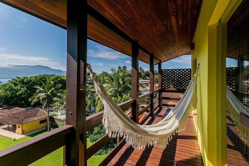 Casa em Ilhabella, vista incrível a 200 metros da praia do Itaguaçu, holiday rental in Ilhabela