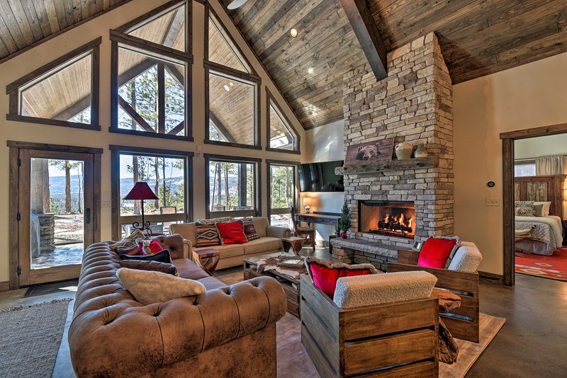 Book your next Angel Fire getaway to this beautiful, custom vacation rental.