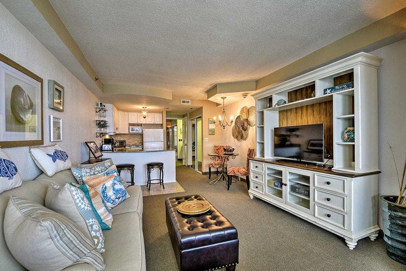 Luxury Resort Condo w/Pool Access on Daytona Beach, alquiler de vacaciones en Holly Hill