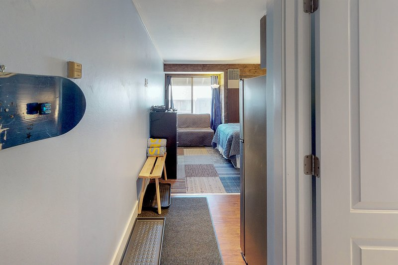 Photo of Newly remodeled studio w/shared hot tub/seasonal pool, on bus route