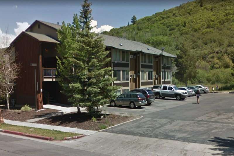 NEW LISTING! Newly remodeled studio w/shared hot tub/seasonal pool, on bus route Chalet in Park City