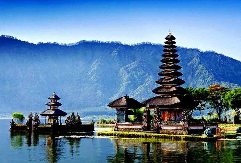 Ulun Danu Beratan Temple on Lake Bratan – 43 Km. The major shaivite water temple in Bali.