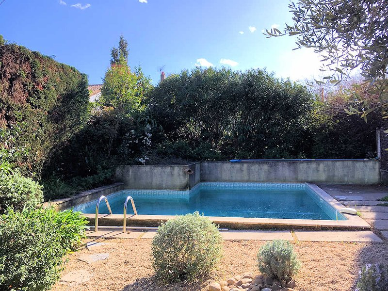 Pezenas South France holiday apartment with pool, vacation rental in Aumes