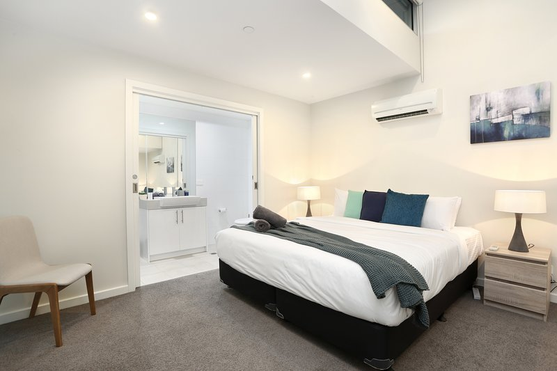 Serviced apartments brunswick - with spacious king bedroom with ensuite