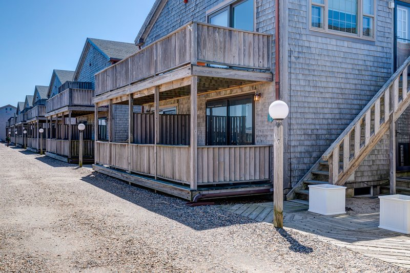Beachy condo w/private, shaded deck - 1/2 block to the beach!, holiday rental in North Truro