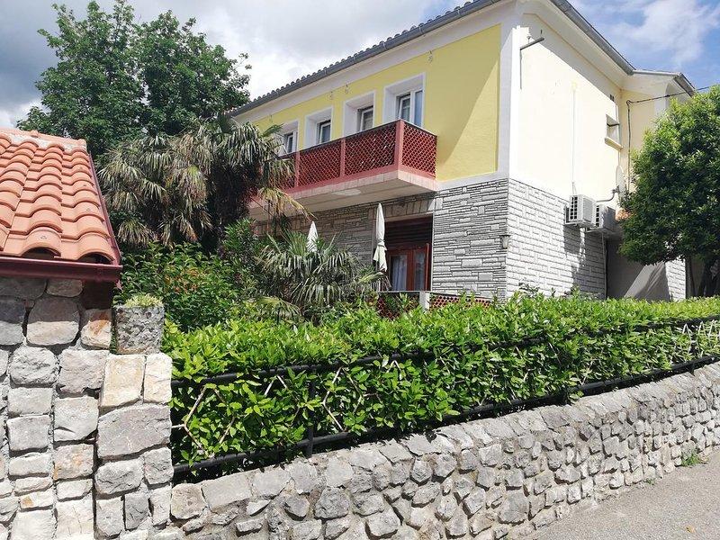 Two bedroom apartment Selce, Crikvenica (A-16566-a), location de vacances à Selce