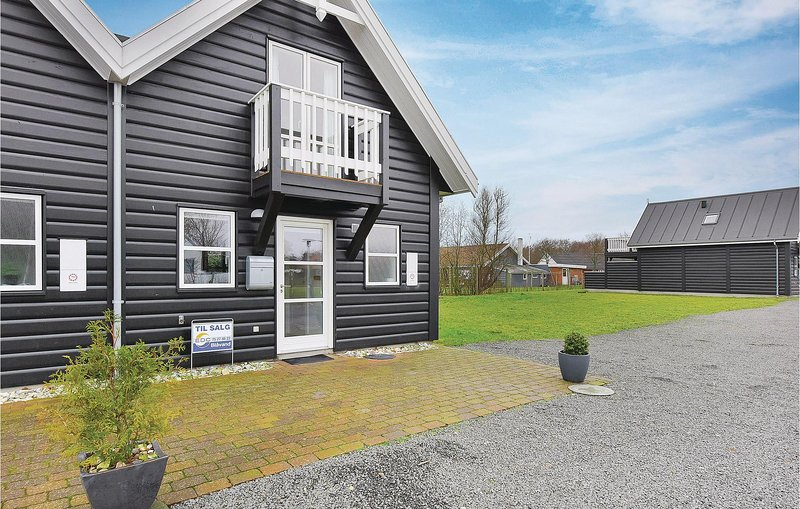 Amazing home in Blåvand w/ WiFi and 2 Bedrooms, holiday rental in Vejers Strand