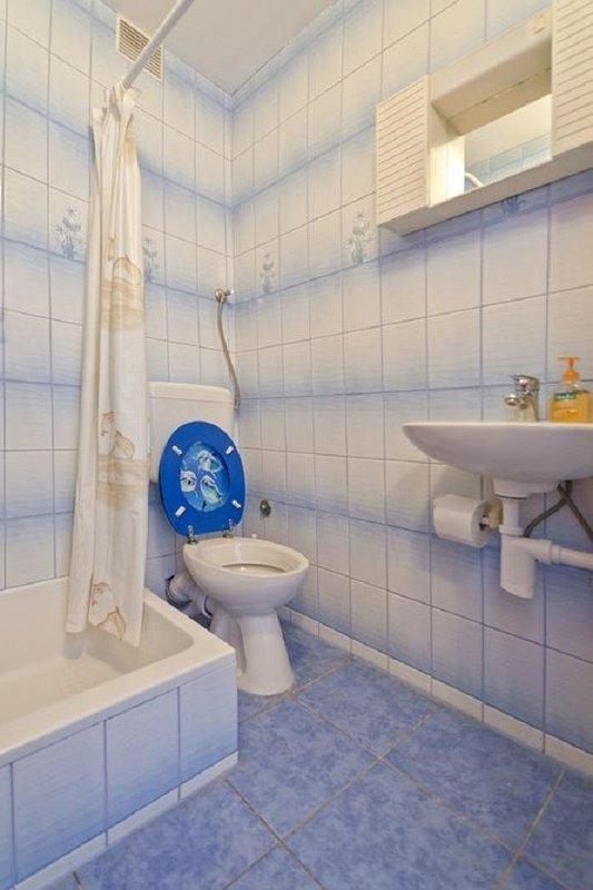 A3-Pharos (2 + 1): banheiro com vaso sanitário