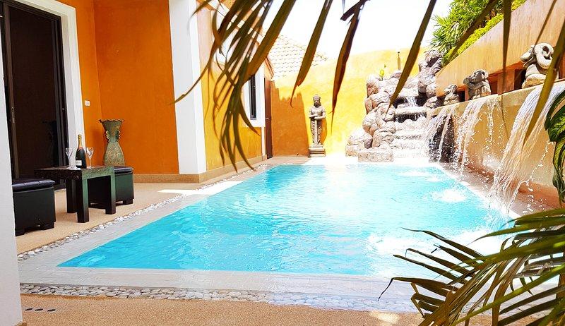 HIDELAND LUXURY VILLA PATTAYA - PRIVATE POOL - 5 BEDROOMS, holiday rental in Pattaya