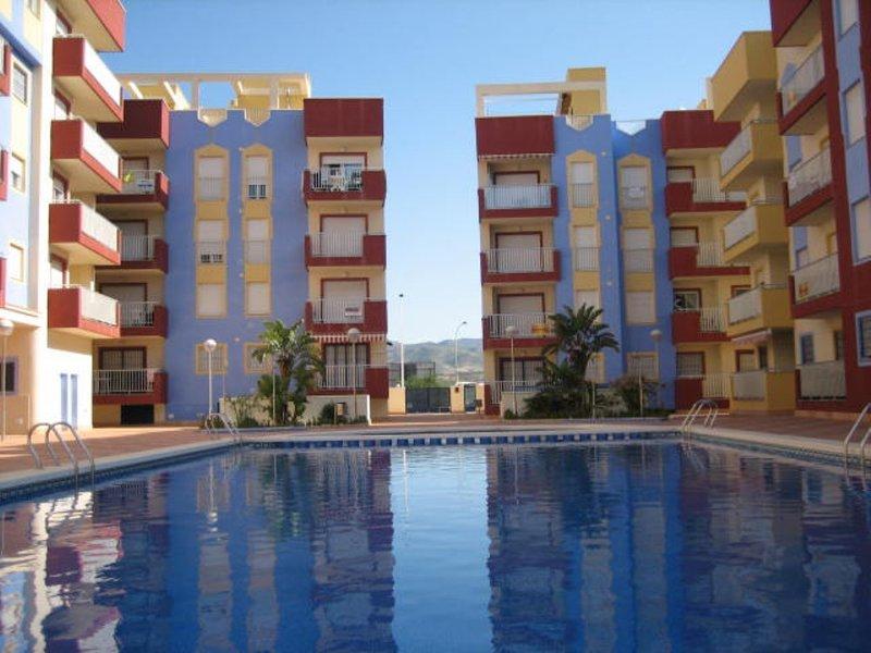 Immaculate 2 Bed 1 Bath Penthouse Apt with Private Roof Solarium & Communal Pool, alquiler de vacaciones en Mazarrón